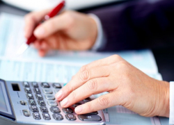Should You Hire an Accountant or Use Accounting Software?